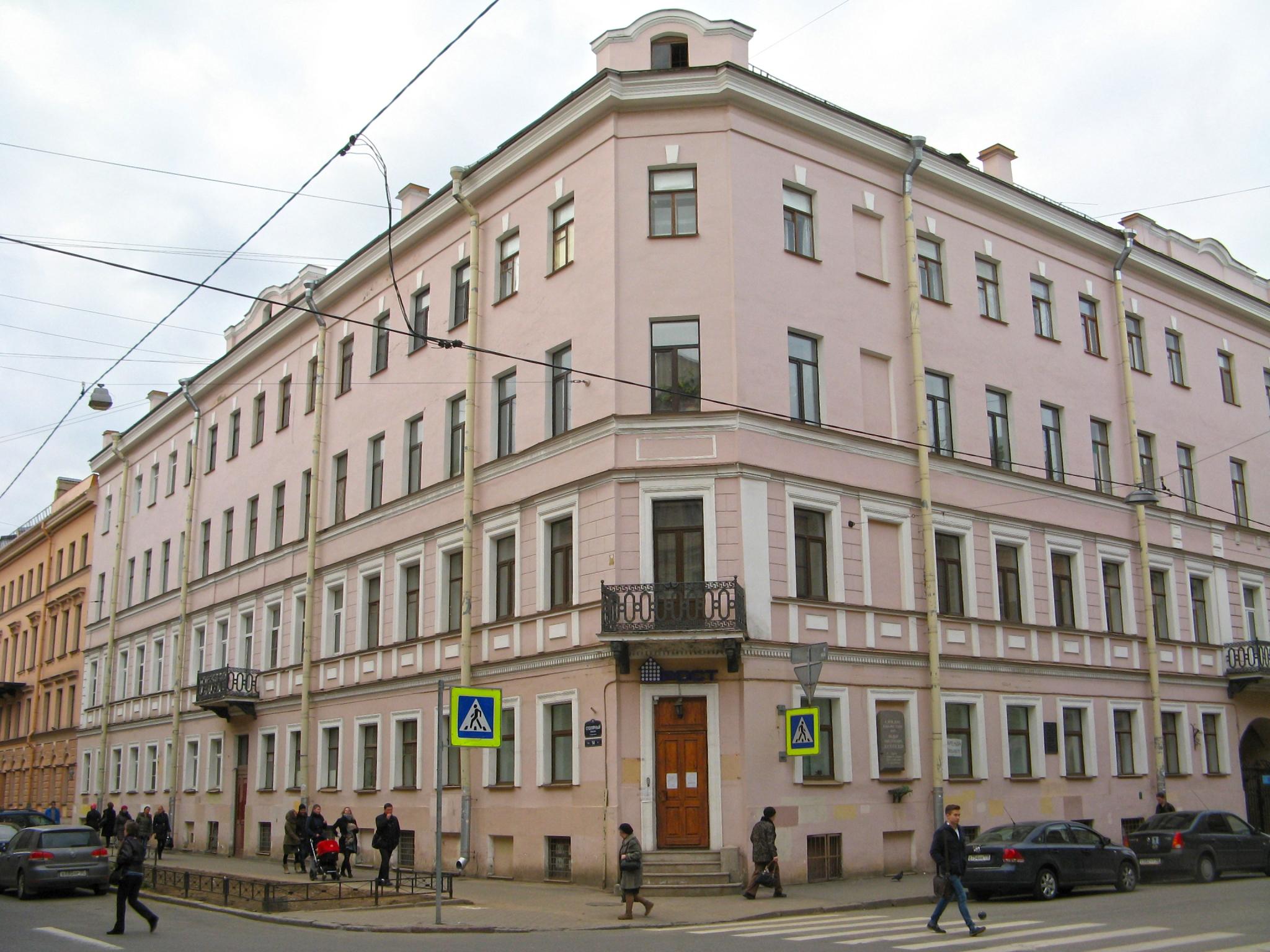Petersbourg maison dostoievski crime châtiment raskolnikov