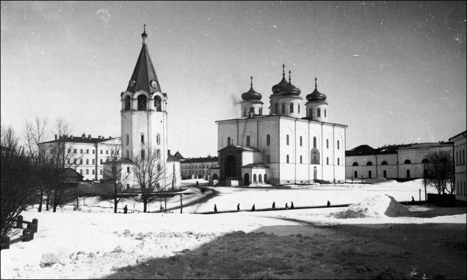 cathédrale orthodoxe Russie dynamitée détruit époque soviétique